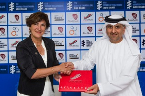 ITU President Marisol Casado (left) and Abu Dhabi Sports Council General Secretary His Excellency Aref Al Awani seal the deal